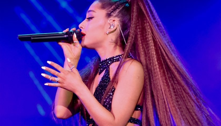 Ariana Grande\'s Long Nails Look Like Acrylics, But They\'re Actually ...